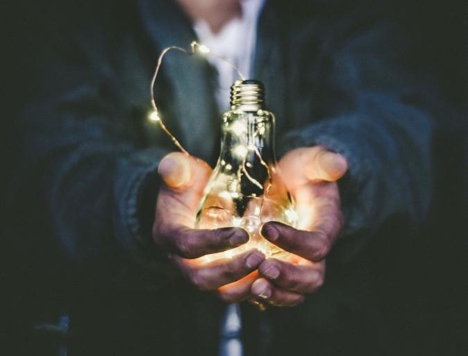 Kiedy instalacja fotowoltaiczna produkuje najwięcej prądu?