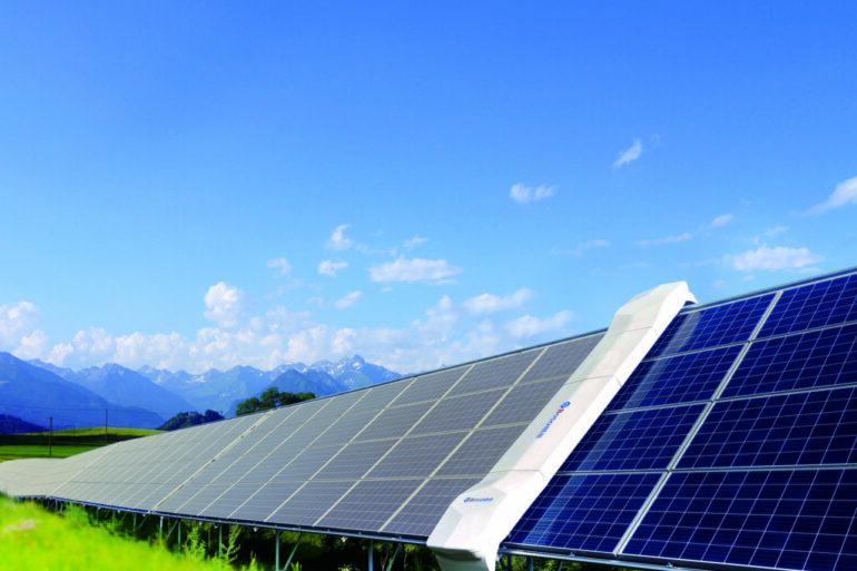 Czyszczenie paneli słonecznych – jak to robić prawidłowo?